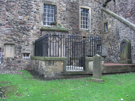 Adam Smith's grave is 20 steps from the main tourist street.