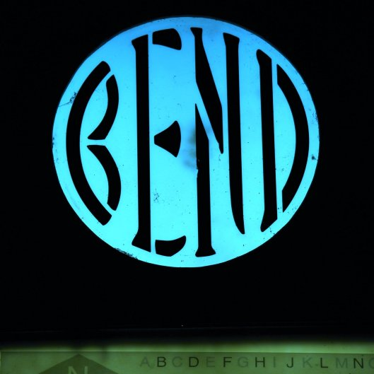 Bend_Oregon_illuminated_sign
