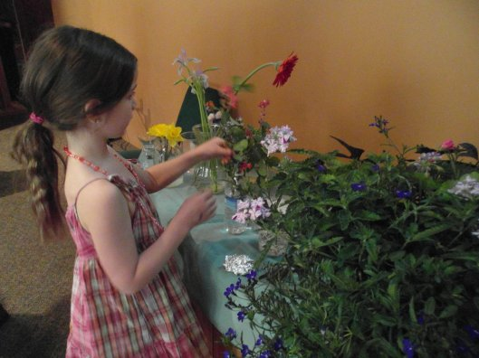 Unitarian-Universalist_flower_sharing