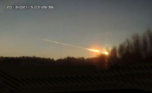 Earth grazing meteor flies over Chelyabinsk, Russia