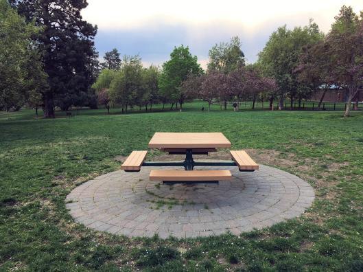 Hollinshed Bend, Oregon park table